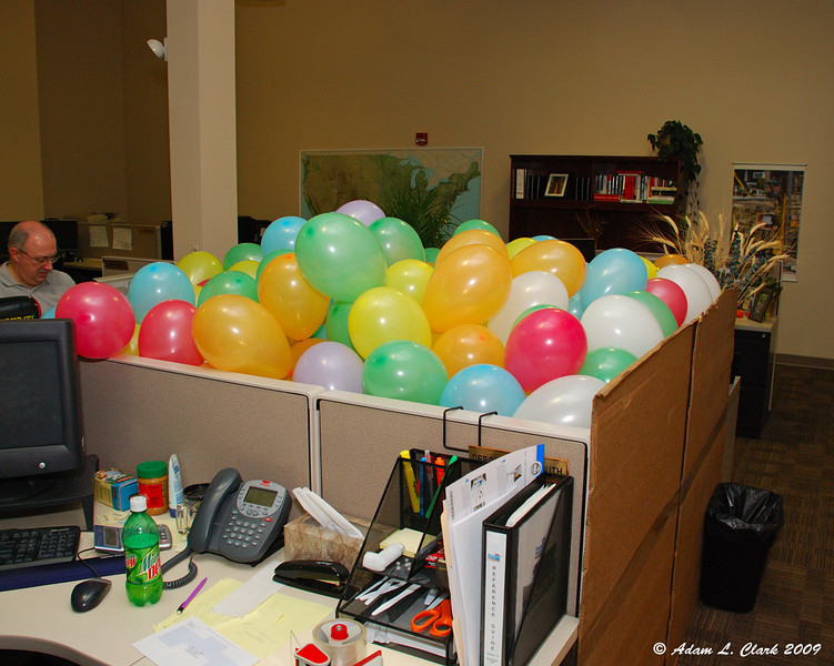 Cubical filled with balloons.  After.  Approximately 350 balloons in total.