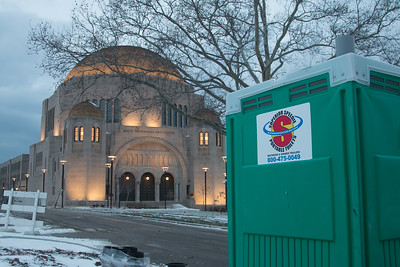 Superior Speedie at dusk at the Maltz Performing Arts Center at The Temple, Tepherith Israel at University Circle, Cleveland (December 2017)