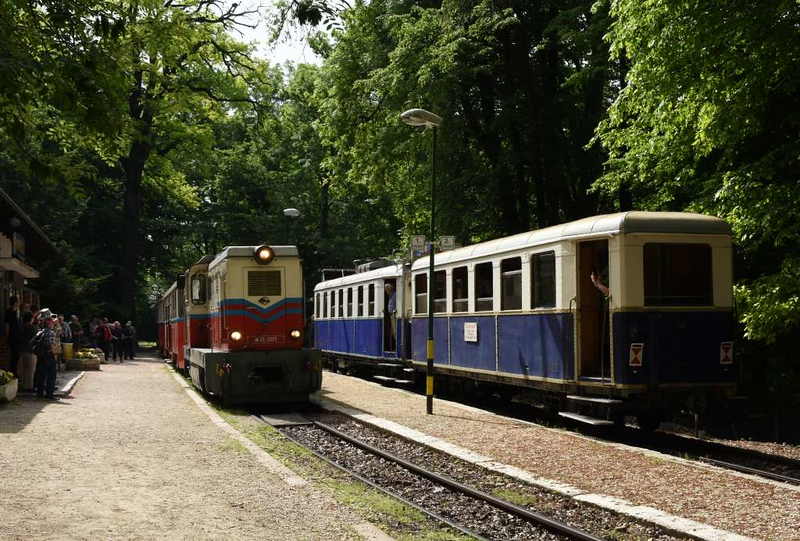 MAV Mk45-2005, Viragvolgy station, Budapest Children's Railway, 4 May 2018 1.  Arriving with a two coach train from Szechenyi-Hegy.