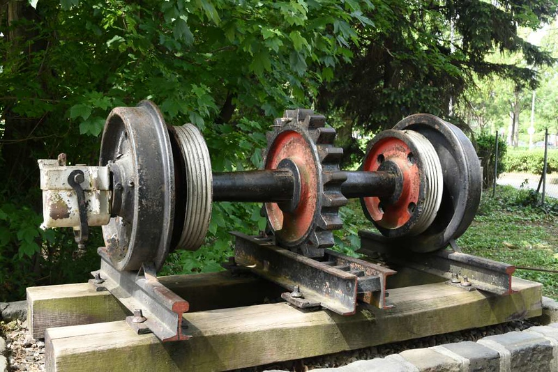 Riggenbach cogwheel and rail, Varosmajor depot, Budapest rack railway, 4 May 2018.  A relic from the time before the railway converted to the Strub system, in 1973.