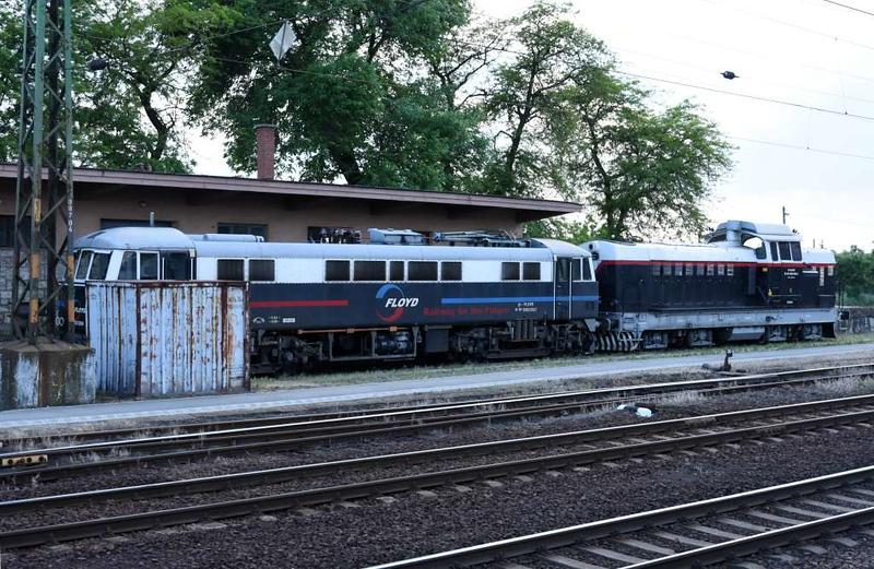 Floyd 91 55 0450  004-1 [86218] & 92 55 0429 005-5, Vamosgyork, 8 May 2018.  Vamosgyork is east of Hatvan on the line from Keleti station, Budapest, to Fuzesabony and eastern Hungary.