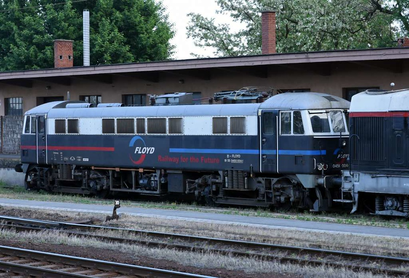 Floyd 91 55 0450  004-1 [86218], Vamosgyork, 8 May 2018.  The Floyd class 86 fleet comprises 86215, 86217, 86218, 86228, 86232, 86242, 86248, 86250 & 86424.  Floyd also has 56101, 56115 & 56117 and several Romanian locos.