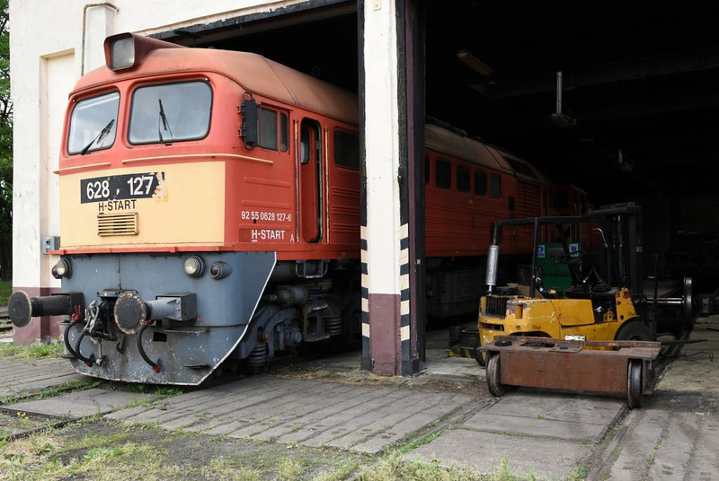 MAV 628 127, Hatvan traction depot, 8 May 2018.  Behind is 448 417.