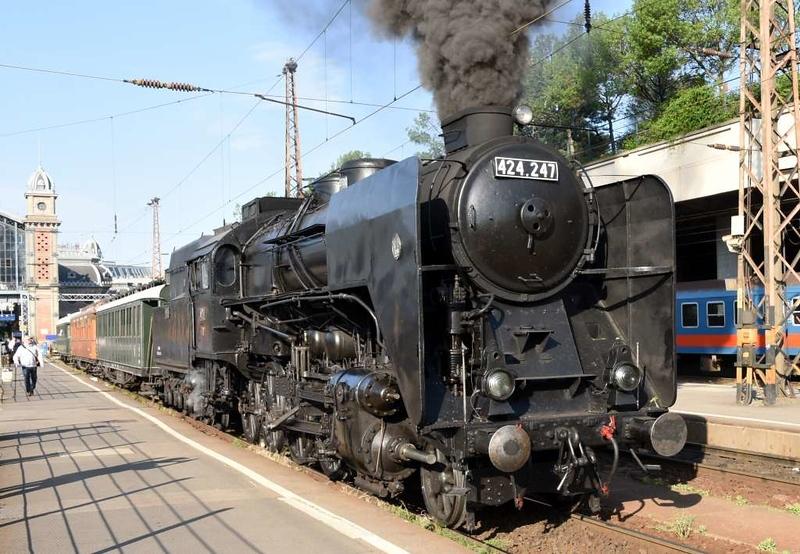 MAV 424.247, Nyugati station, Budapest, Sun 6 May 2018 1 - 0744.  The oil-fired 4-8-0 awaits departure to Sturovo, Slovakia.