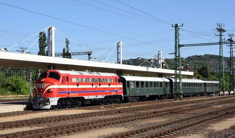 MAV M61.017, Kelenfold station, Budapest, Mon 7 May 2018 - 0807. Arriving with the stock for the Railway Touring Co charter to Keszthely on Lake Balaton.