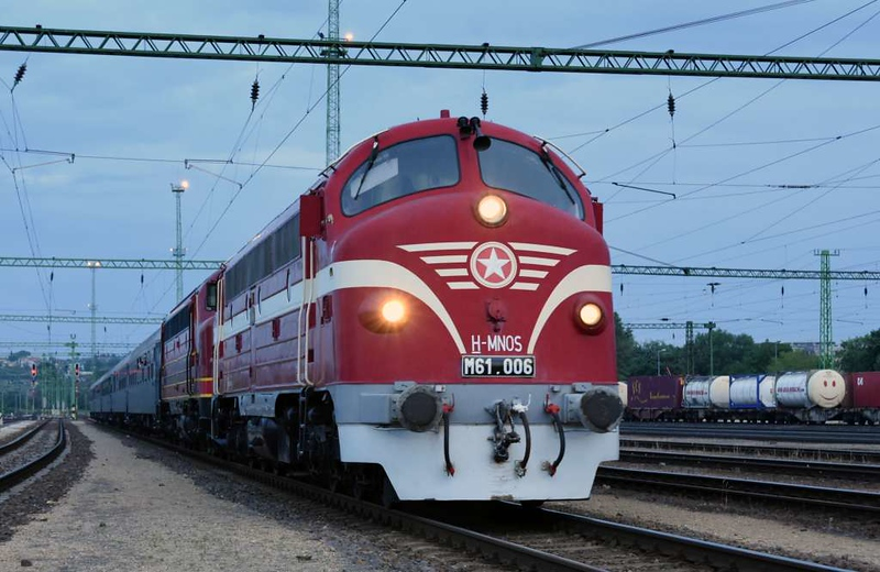MAV M61.006 & Altmark Rail My 1155, Kelenfold station, Budapest, Thurs 10 May 2018 1 - 1957.  Arriving with an IGE charter from Munich.