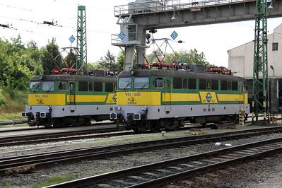 V43 334 & V43 326 Sopron 060809