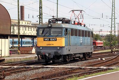 V43 1047 at Budapest Keleti Pu on 9th August 2009