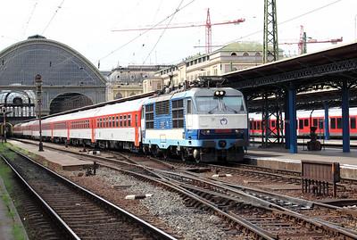 350 004 at Budapest Keleti Pu on 9th August 2009 (5)