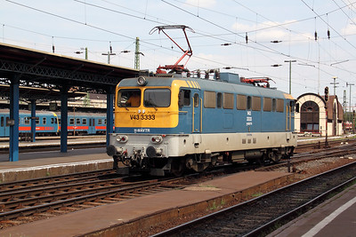 V43 333 at Budapest Keleti Pu on 9th August 2009 (2)