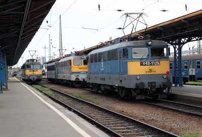 V43 1125 at Budapest Keleti Pu on 9th August 2009