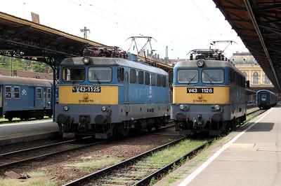 V43 1125 & V43 1126 at Budapest Keleti Pu on 9th August 2009