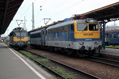 V43 3312 at Budapest Keleti Pu on 9th August 2009