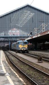 V43 1010 at Budapest Nyugati on 3rd March 2011 working IC706, 1553 Budapest Nyugati to Szeged