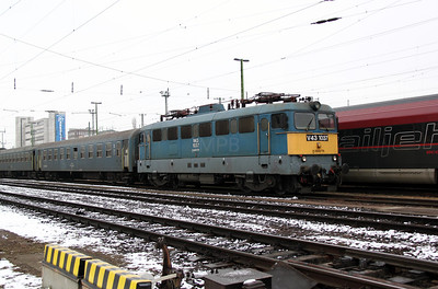 V43 1037 at Budapest Keleti on 3rd March 2011