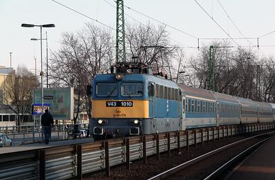 V43 1010 at Ferihegy on 8th March 2011