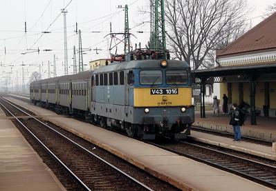 V43 1016 at Szerencs on 5th March 2011 working 5122, 1137 Miskolc Tiszai to Nyiregyhaza