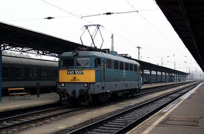 V43 1037 at Budapest Keleti on 1st March 2011