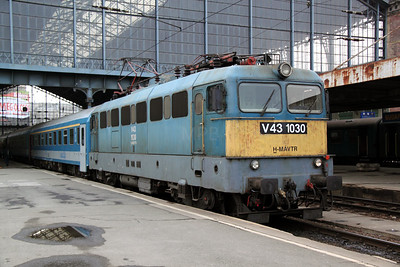 2) V43 1030 at Budapest Nyugati on 3rd March 2011