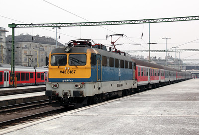 V43 3187 at Budapest Deli pu on 28th February 2011 working 852, 0911 Budapest Deli to Keszthely.