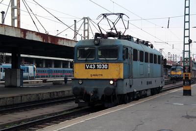 1) V43 1030 at Budapest Nyugati on 3rd March 2011