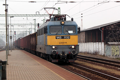 V43 1132 at Soroksari Ut on 28th February 2011