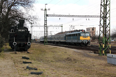 V43 1013 at Pusztasabolcs on 7th March 2011