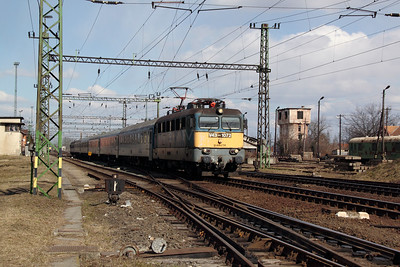 V43 1072 at Pusztasabolcs on 7th March 2011 working IC804, 1156 Budapest deli to Pecs