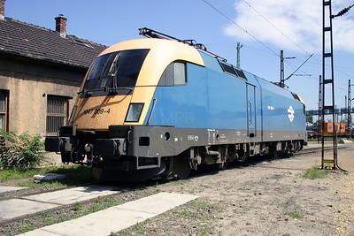 1047 009 at Ferencvaros Depot on 18th June 2004