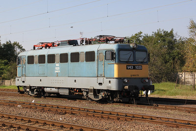 1) V43 1025 at Fuzesabony on 9th October 2010