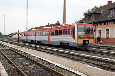 2) 6341 022 at Oroshaza on 5th October 2010 working 7715, 1145 Bekescsaba to Szeged
