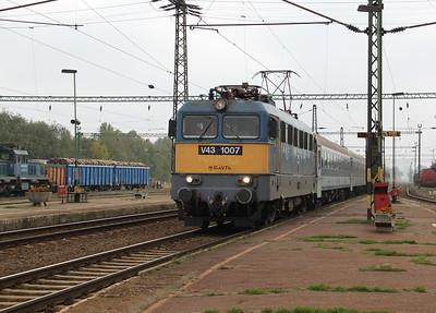 V43 1007 at Kecskemet on 8th October 2010 working IC705, 1145 Szeged to Budapest Nyugati