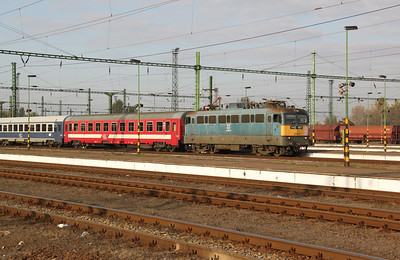 V43 1067 at Szolnok on 8th October 2010 working IC75, 0713 budapest Keleti to Timisoara