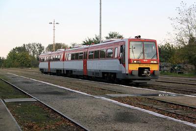 1) 6341 006 at Lakitelek on 6th October 2010 working 37116, 1730 Lakitelek to Kecskemet