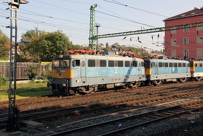 1) V43 1086 at Budapest Deli pu on 11th October 2010