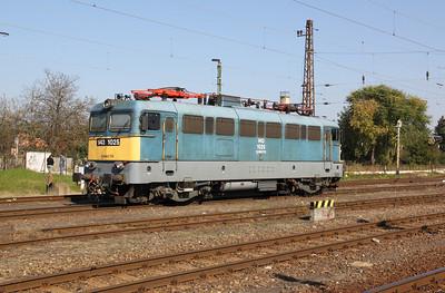 2) V43 1025 at Fuzesabony on 9th October 2010