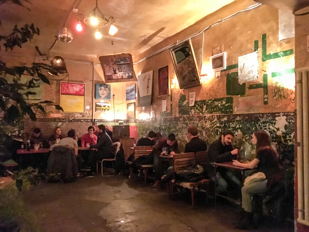 budapest sightseeing in 2 days will take you to ruined bars