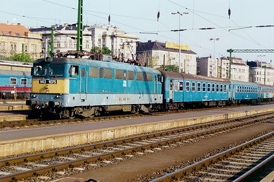 V43 1075 at Budapest Deli on 12th May 2002