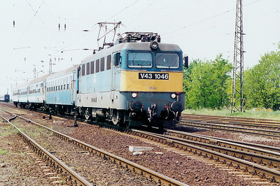V43 1046 at Kal Kapolna on 13th May 2002