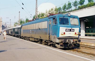 V63 154 at Budapest Nyugati on 14th May 2002