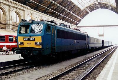 V63 143 at Budapest Keleti on 13th May 2002