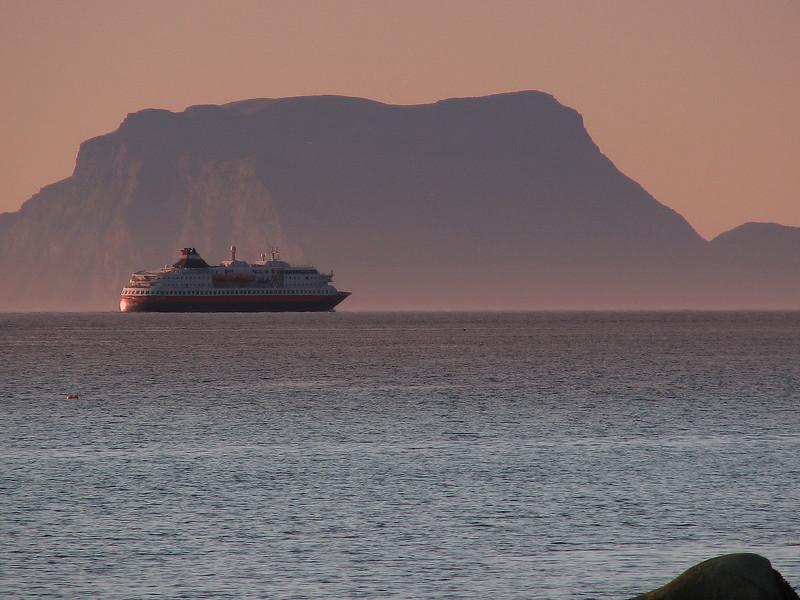 M/S Polarlys passing Nord-Fugløy