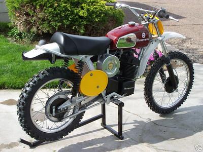 1975 WR 400