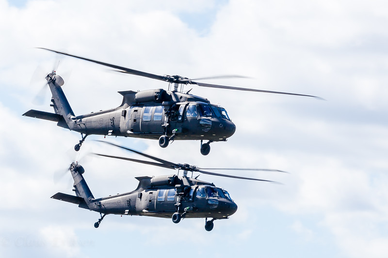 2x UH-60 ready for combat