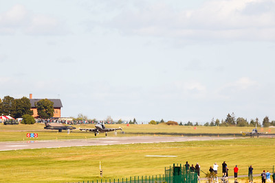 2x Aero L-159 takeoff + Hunter taxi