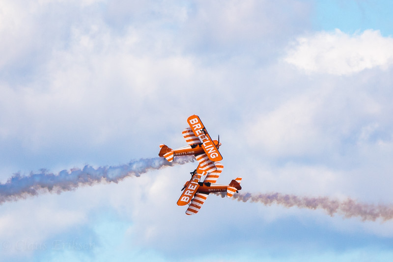 Crossing wingwalkers