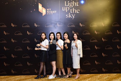 Hybrid-Technologies-year-end-party-instant-print-photo-booth-in-Hanoi-Chup-hinh-lay-ngay-Tat-nien-WefieBox-Photobooth-Hanoi-98