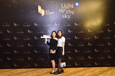 Hybrid-Technologies-year-end-party-instant-print-photo-booth-in-Hanoi-Chup-hinh-lay-ngay-Tat-nien-WefieBox-Photobooth-Hanoi-70