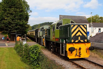 D9526 and D9555 working the 1215 Parkend to Lydney junction at Lydney Town on 12th September 2012