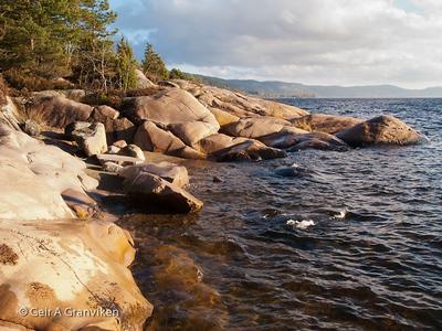 Idyllisk liten strand mellom Fagervik og Dyno-kaia